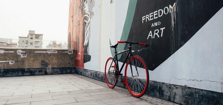 Sinkula, fiksi vai Dope? Hybridi –kaupunkipyörä kuvausreissulla maailman suurimmassa taiteilijakylässä