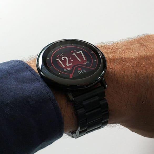 Käykö punainen kellotaulu sinisen paidan kanssa?