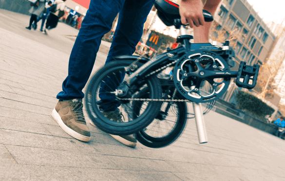 Taita pyörä keskeltä kasaan ja ota kantoon