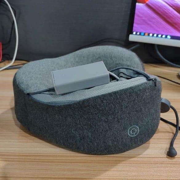 Tyyny toimii 2 x AA-paristoilla.