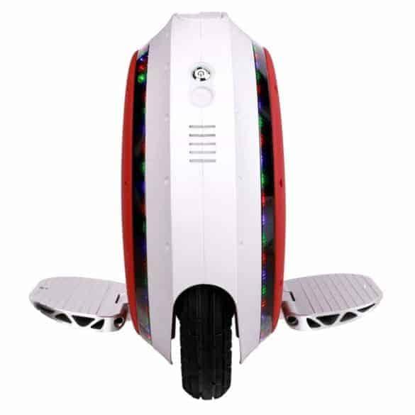 Kalliimpi versio oli varustettu LED-valoilla ja Bluetooth -kaiuttimilla!