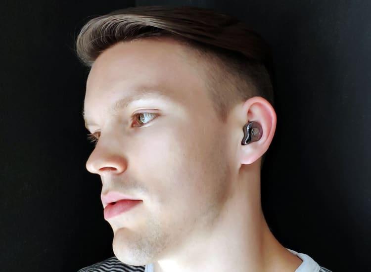 Kuulokkeet korivssa