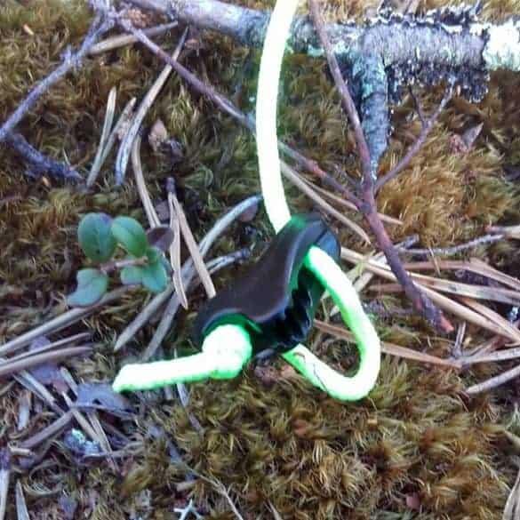 Neonkirkas vihreä naru erottuu myös