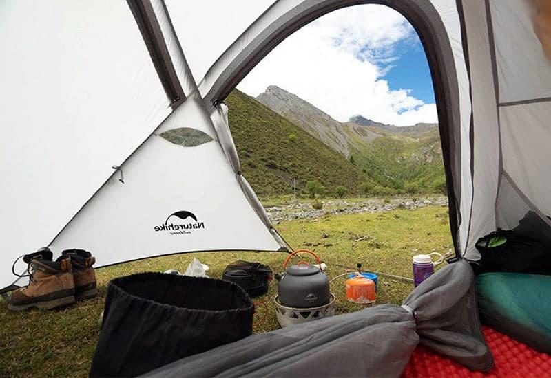 Kuvaa teltan sisältä otettuna