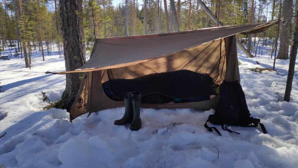Yön yli talvisessa metsässä – Naturehike ja Onetigris maastotestissä